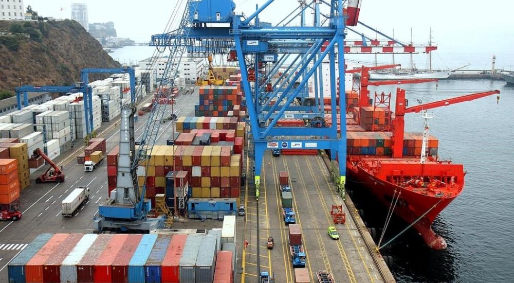 Carga de containers en Puerto del Callao